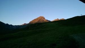 rinderhütte sonnenaufgang